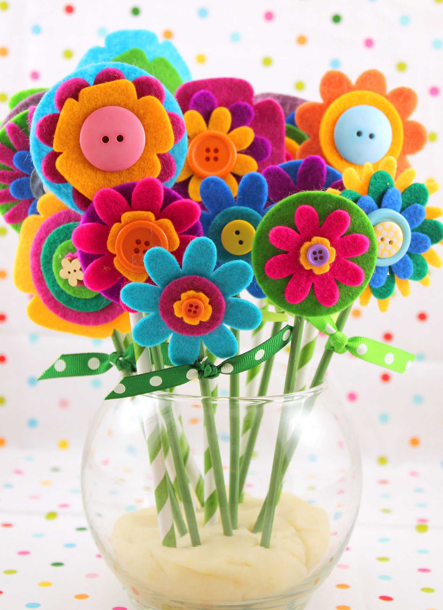 Quick & Easy Mother\'s Day Gift: Felt Flowers - Happiness is Homemade