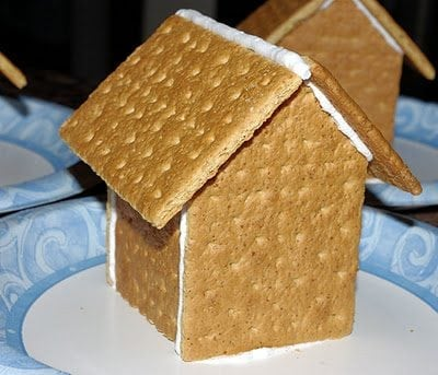 Graham Cracker Gingerbread Houses {Tutorial}