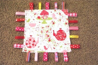Baby Ribbon Tag Blanket {Tutorial}