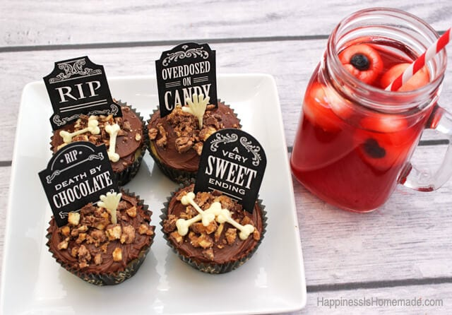Halloween Cupcake Treats and Spooky Eyeball Drink #SpookyCelebration #shop
