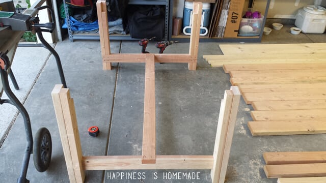 Diy how to build bench for dining room plans free for Dining table construction