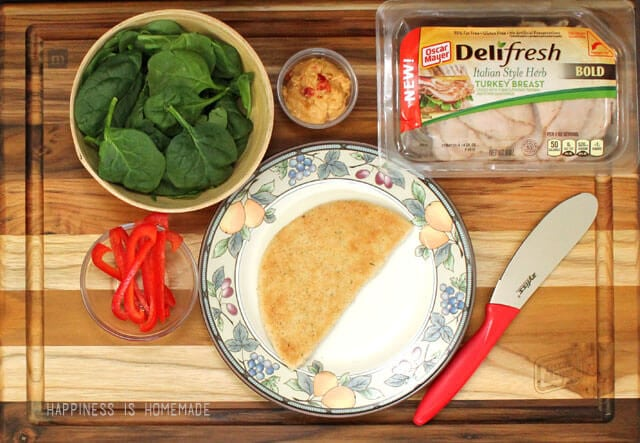 Oscar Mayer Deli Fresh Bold Italian Turkey Pita with Red Pepper Hummus and Spinach