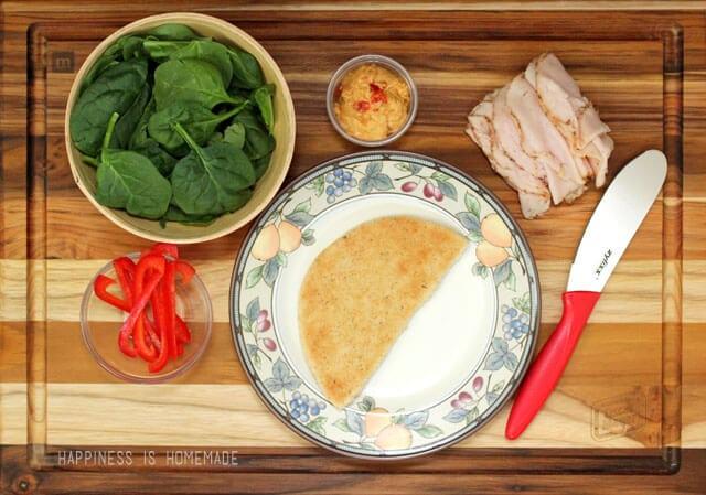 Oscar Mayer Deli Fresh Bold Italian Turkey Pita with Red Pepper Hummus