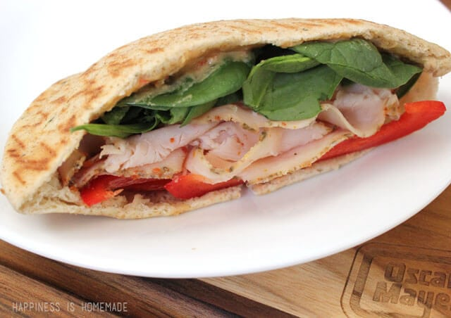 Oscar Mayer Deli Fresh Bold Italian Turkey Pita with Spinach and Red Pepper Hummus