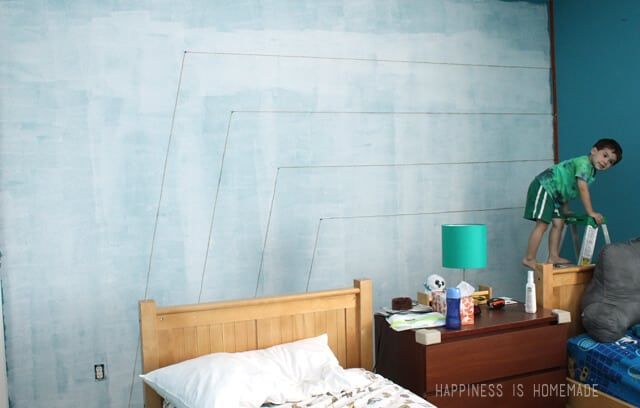 Kids Bedroom Accent Wall boys bedroom: graphic racing stripes painted accent wall