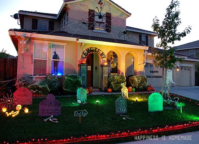 yard decorated for halloween - Halloween Garden Decor