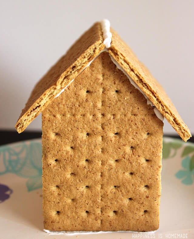How to make graham cracker gingerbread houses happiness is homemade graham cracker gingerbread house solutioingenieria Images