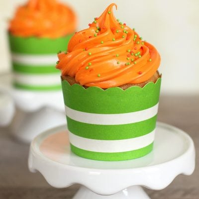 "Nickelodeon Kid's Choice Awards ""Slime"" Filled Cupcakes"