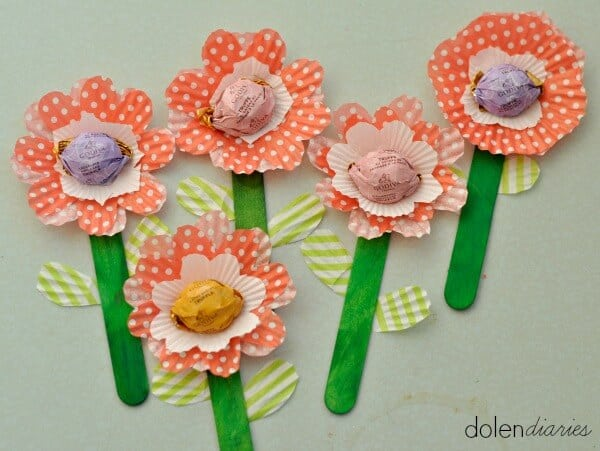 cupcake liner flowers with chocolate truffle centers_zpsqjfwqfld