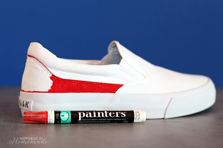 Making DIY 4th of July Shoes with Elmers Painters
