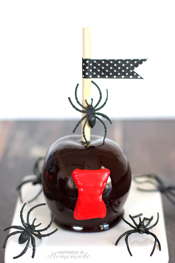 Black Widow Candy Apples for Halloween