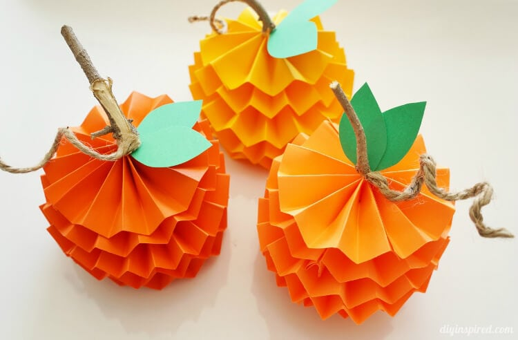 Easy fall kids crafts that anyone can make happiness is for Fall decorating ideas with construction paper