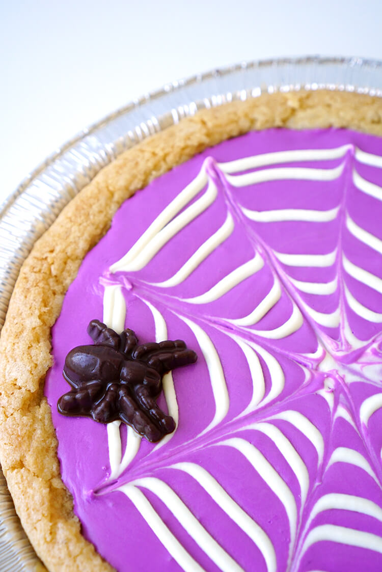 halloween spiderweb cookie pizza
