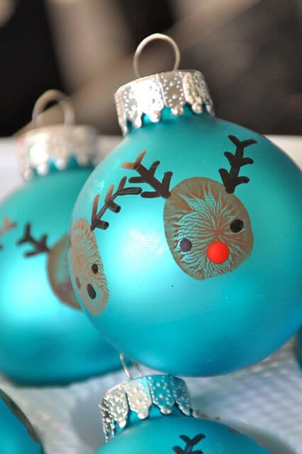 reindeer-thumbprint-ornaments