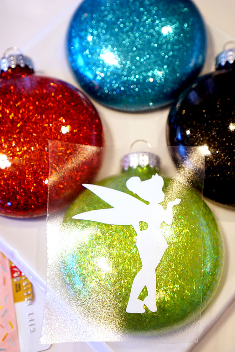 transfer-vinyl-to-glitter-christmas-ornaments