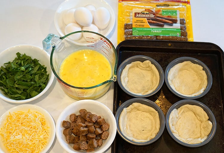 ingredients-for-easy-deep-dish-breakfast-pizzas