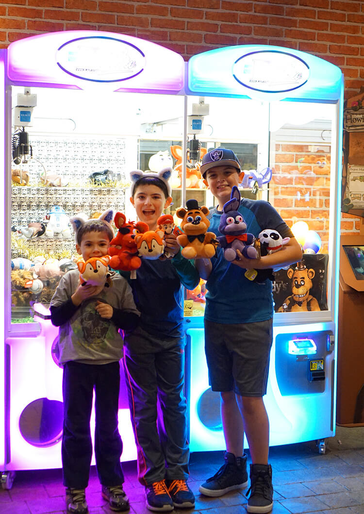 claw-machine-winners-at-great-wolf-lodge