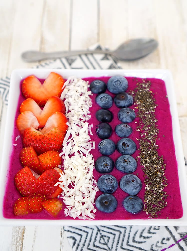 dragonfruit-berry-smoothie-bowl