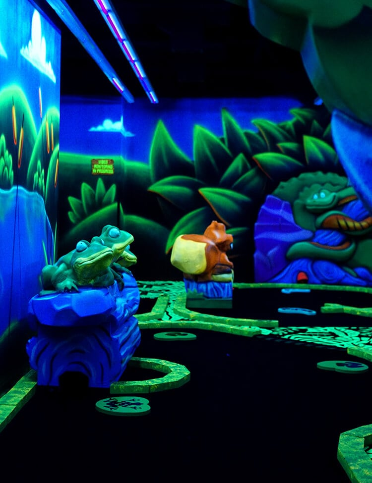 glow-mini-golf-at-great-wolf-lodge