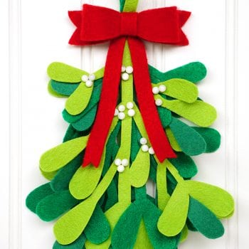 DIY Christmas Decorations: Felt Mistletoe