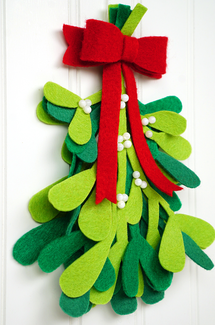 these felt mistletoe decorations are super simple to make and theyre super cute too hang them in your doorway at christmastime and tell your sweetie to