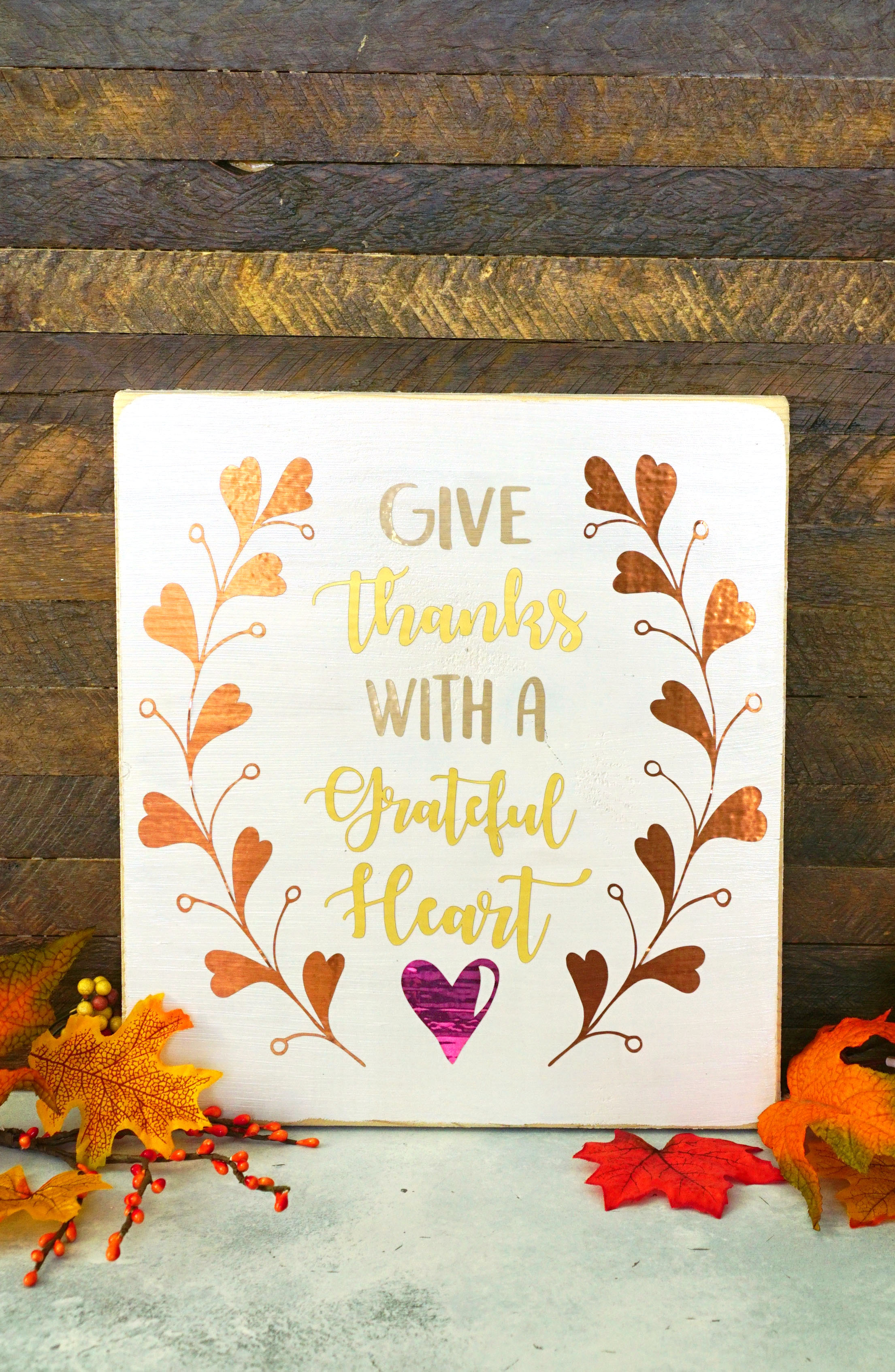 "Make quick and easy DIY fall decor using our ""Give Thanks with a Grateful Heart"" autumn SVG cut file! Would also be great on clothing, journals, & more!"