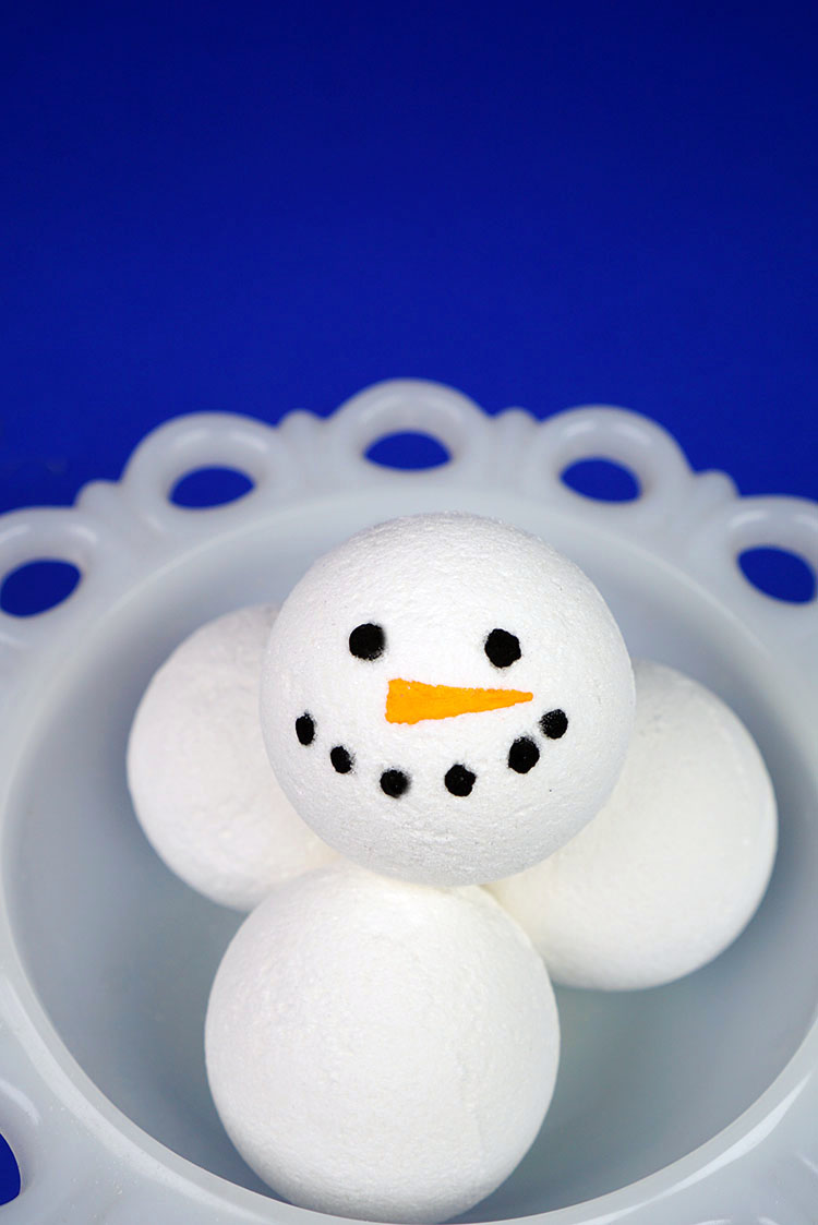 To make the snowman faces  mix a small amount of charcoal powder with  rubbing alcohol at a 2 1 ratio  Use a paintbrush to carefully add black   coal  dots to. Snowman Bath Bomb Recipe   Happiness is Homemade