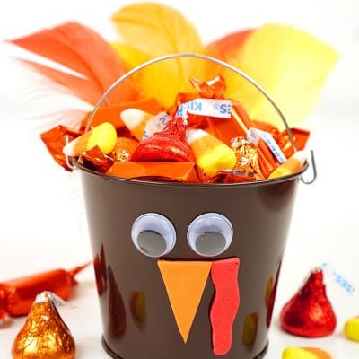 Thanksgiving Kids Craft: Turkey Treat Buckets