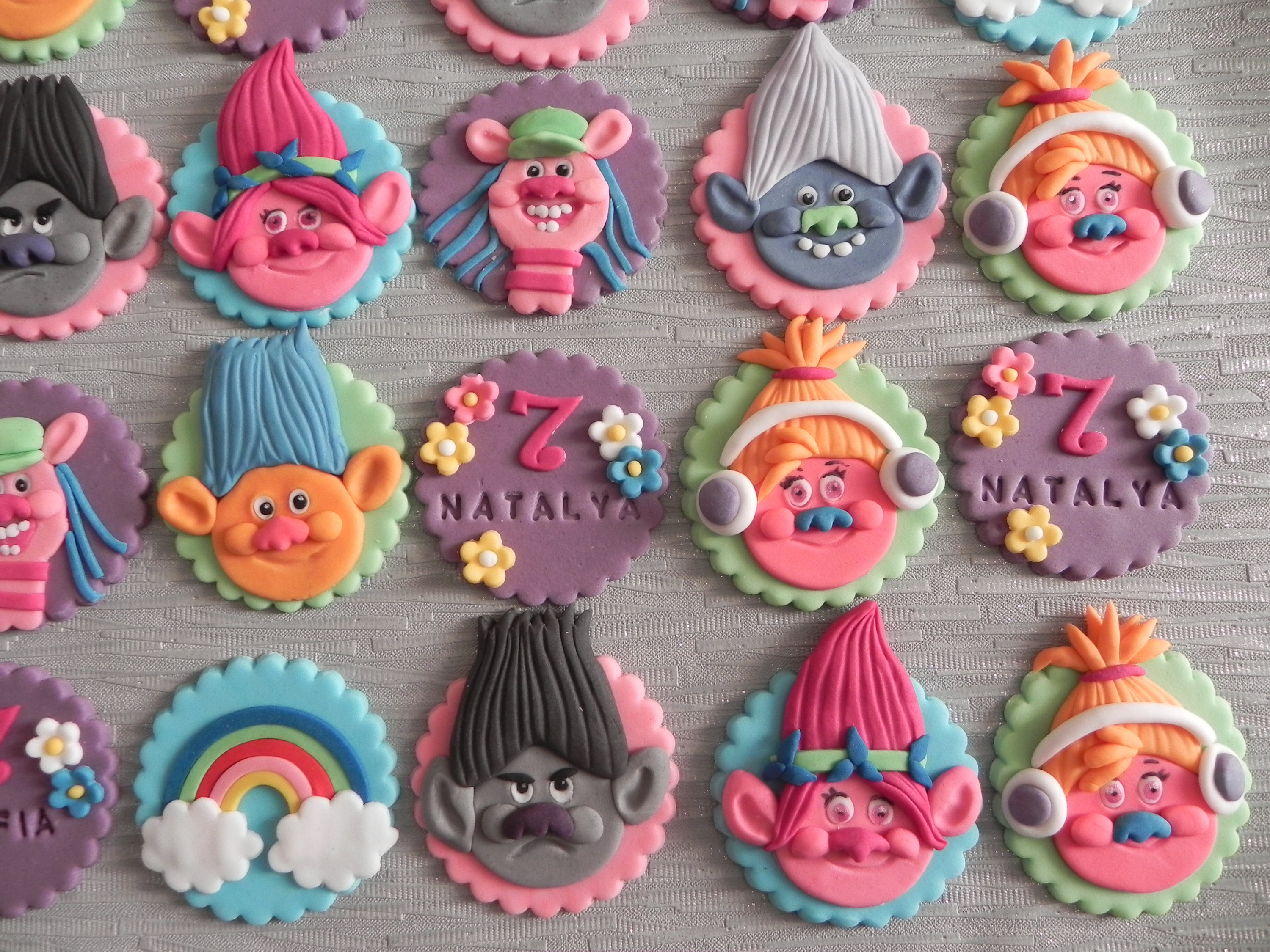 Fondant Cupcake Toppers Are The Easiest Way To Take Basic Cupcakes From Boring Awesome These Trolls Cake By Maris