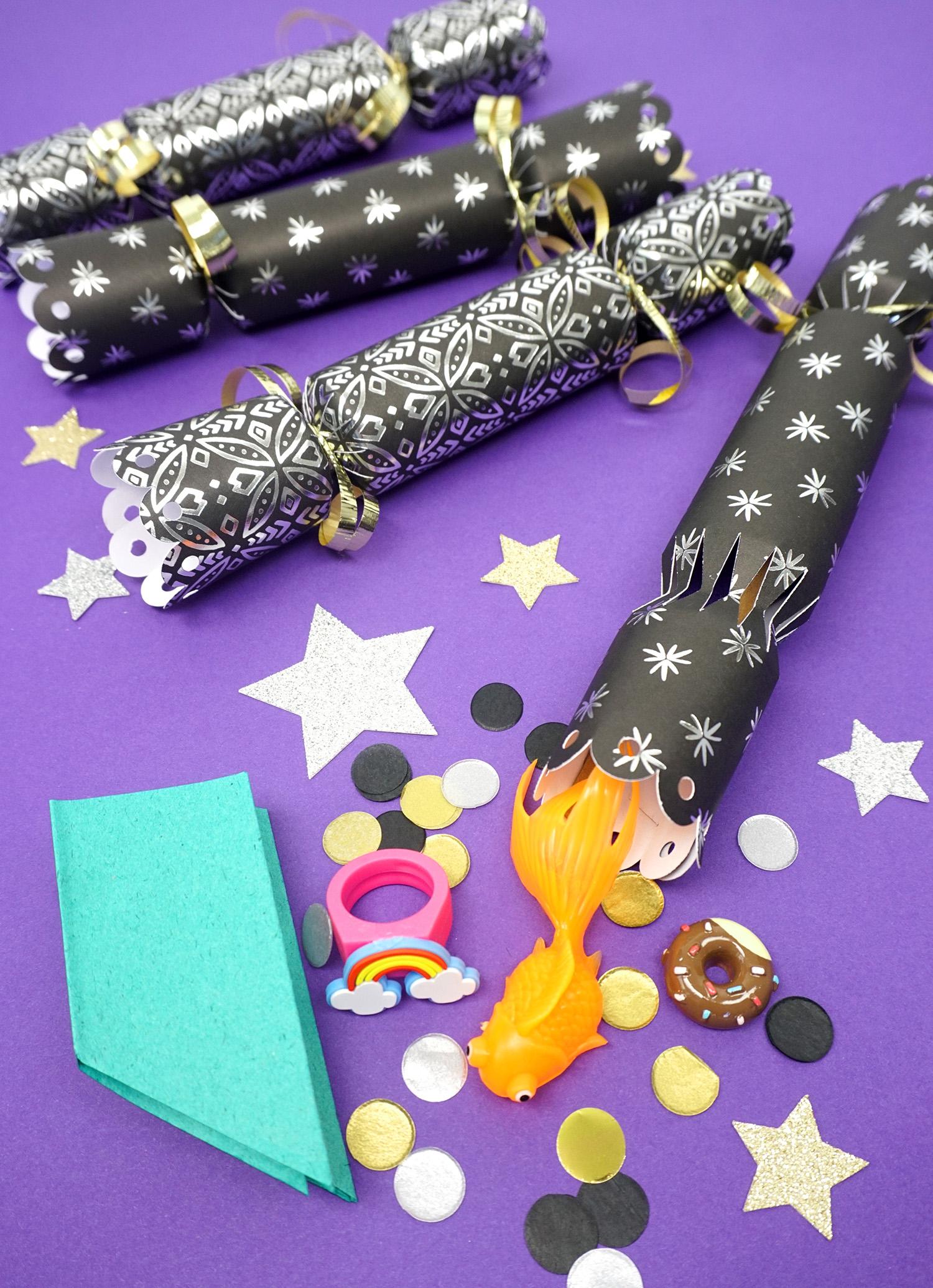 Christmas Crackers Diy.Diy Christmas Crackers Happiness Is Homemade