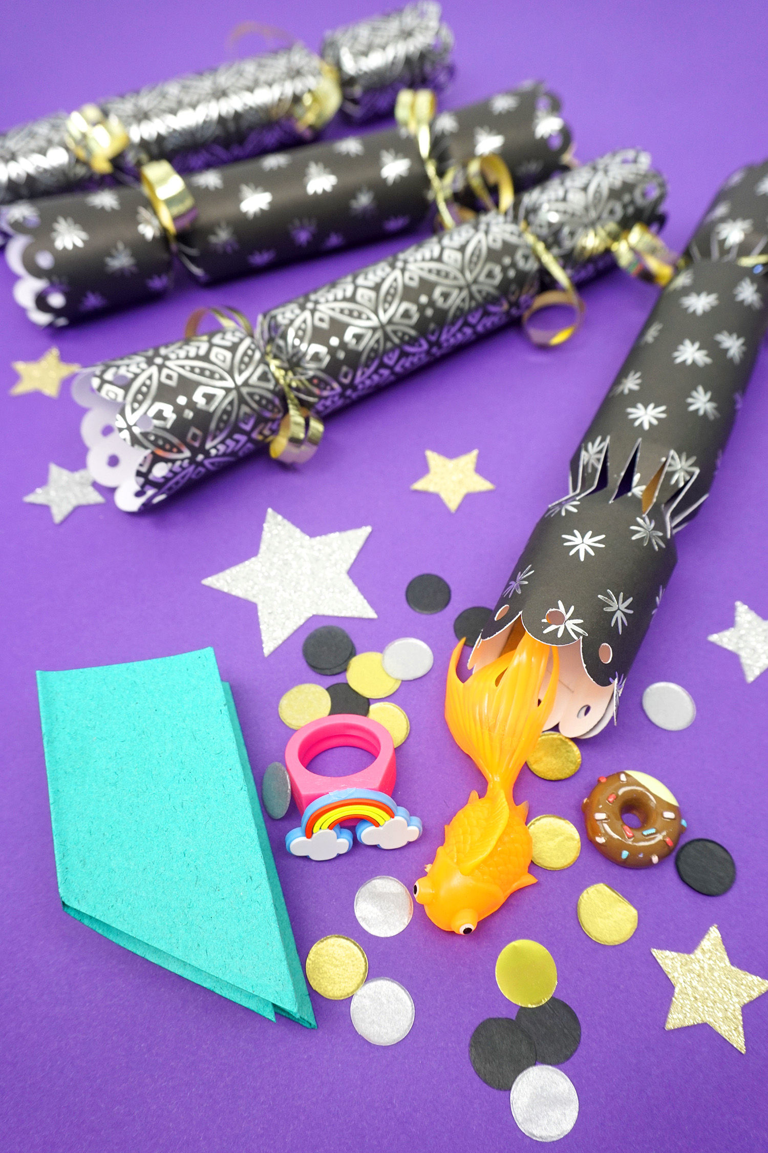 To open, grasp the ends of the crackers (making sure to hold on to ends of the cracker snaps!) and pull – the tube will tear open and the cracker snap will ...