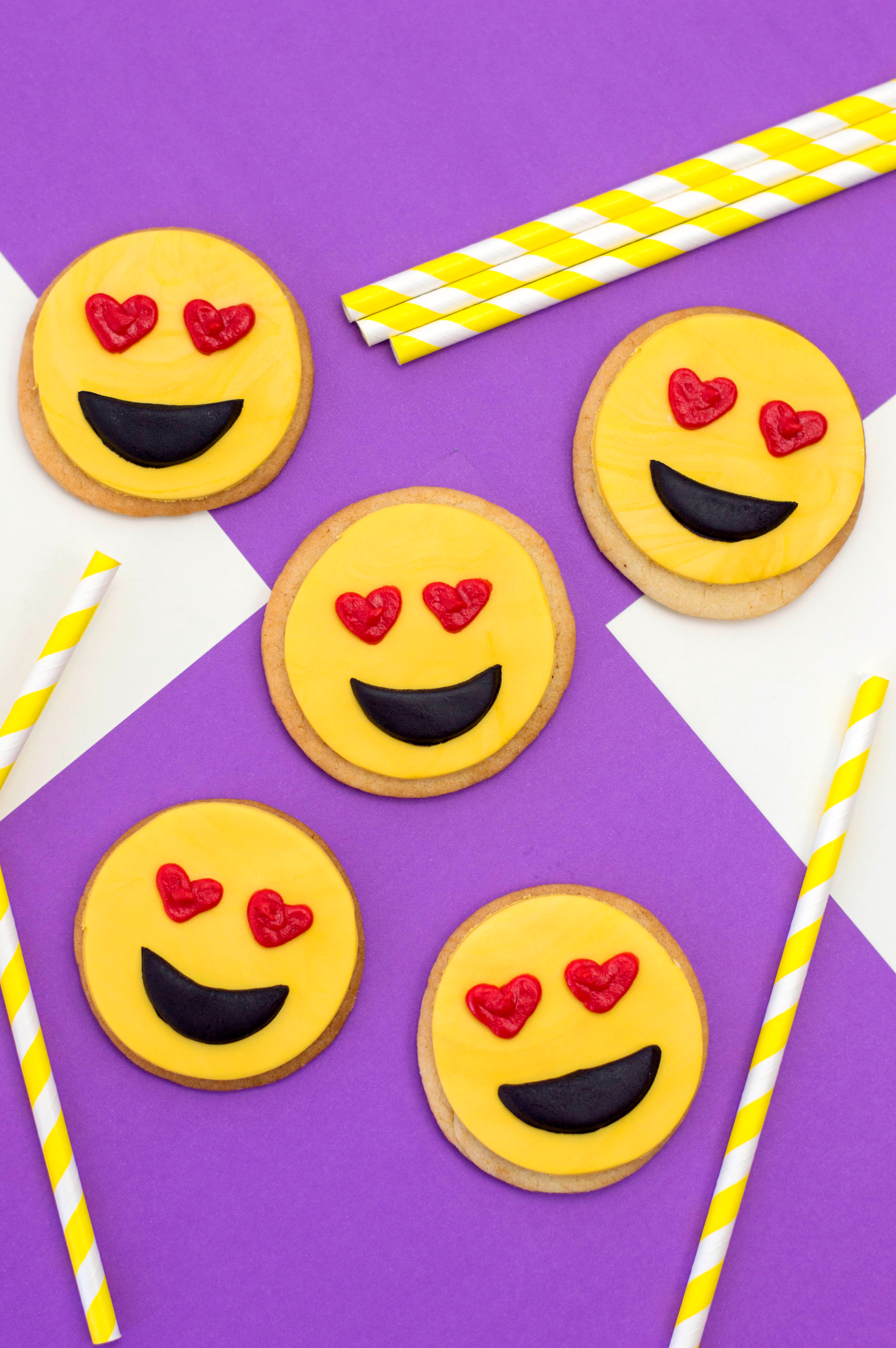 These Adorable Heart Eye Emoji Cookies Would Make Great Party Favors At Your Birthday Or A Super Sweet Classroom Treat For Valentines Day